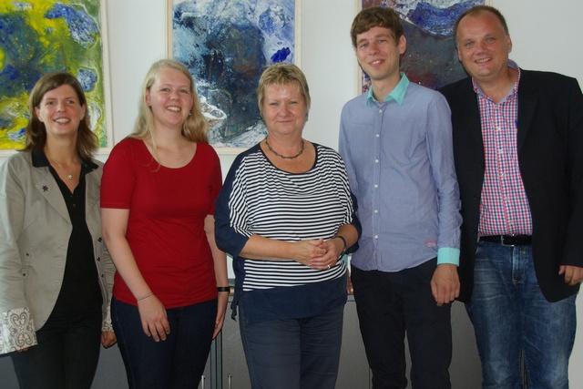 v.l.n.r.: Sarah Primus (BDKJ NRW), Julia Niekamp (KjG NRW), Schulministerin Sylvia Löhrmann, Holger Walz und Peter Otten (beide KjG Erzbistum Köln)